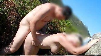 Corno filmando a esposa dando pra outro na mata