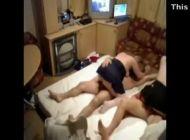 Casais swing trocando de parceiros na cama
