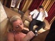 Marido Corno vê esposa transando com um negão
