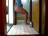 Esposa dançando em casa